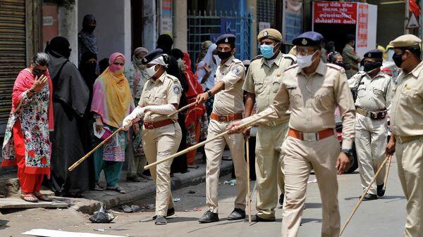 Полиция в в Ахмедабаде во время карантина