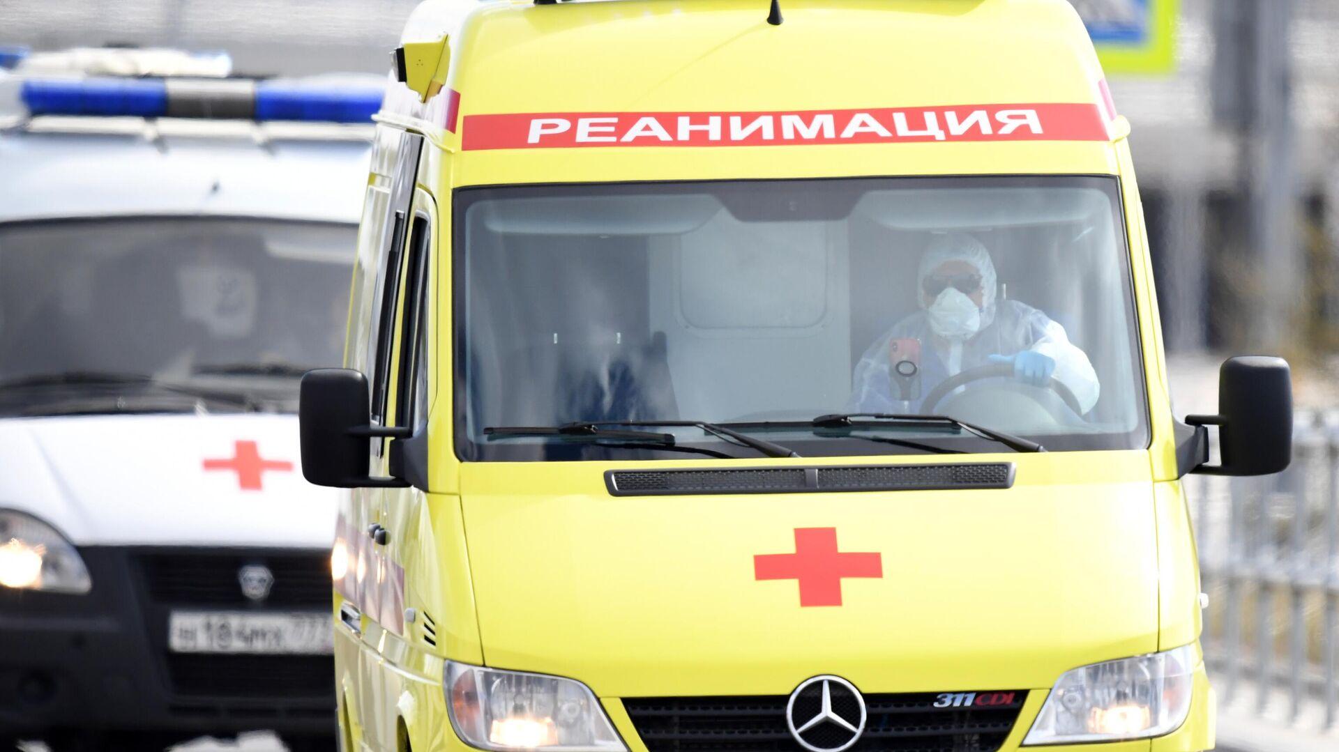 Машина скорой медицинской помощи возле карантинного центра в Коммунарке - РИА Новости, 1920, 28.10.2020