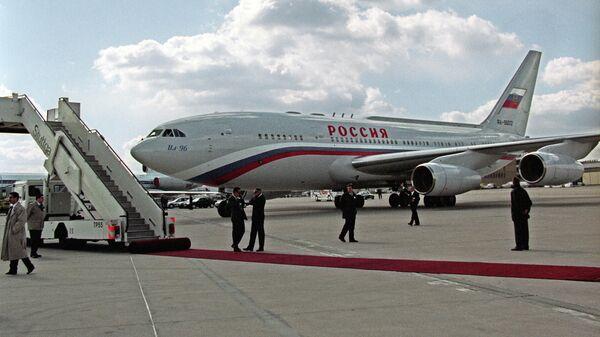 Самолет президента России Бориса Ельцина ИЛ-96
