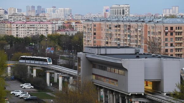 Вид на монорельсовую дорогу в Москве