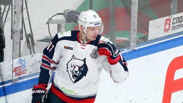 Нападающий хоккейного клуба Нефтехимик Павел Куликов