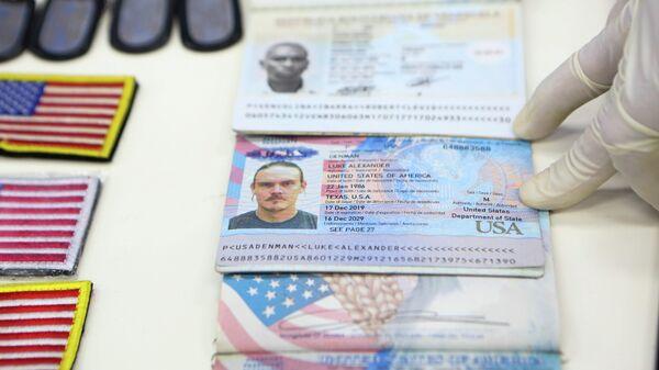 Личные документы, продемонстрированные президентом Венесуэлы Николасом Мадуро после предполагаемой попытки вторжения из Колумбии