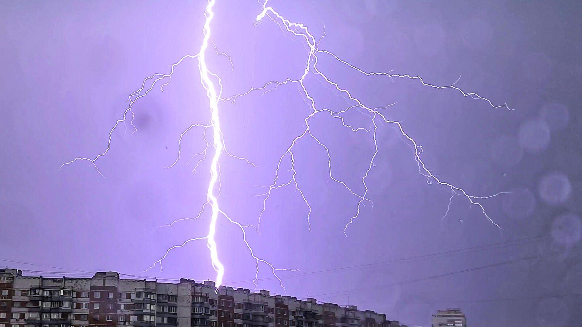 Дождь в Москве - РИА Новости, 1920, 04.07.2020