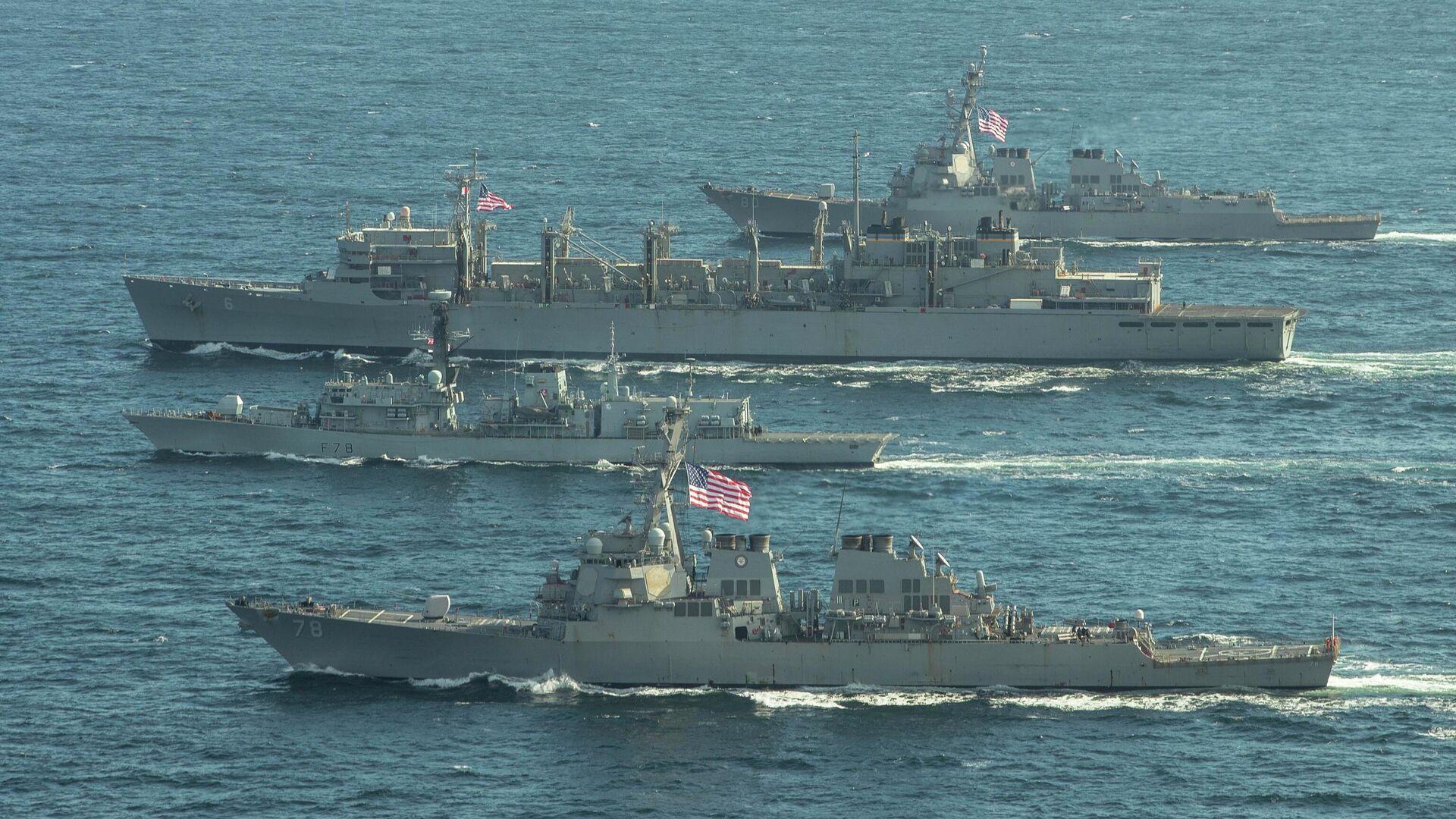 Эсминцы ВМС США Портер, Дональд Кук и Франклин Рузвельт и британский фрегат Кент во время учений в Баренцевом море. 5 мая 2020 - РИА Новости, 1920, 07.05.2020