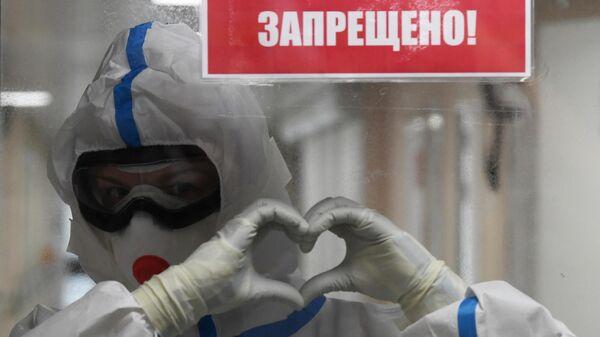 Медицинский работник в красной зоне госпиталя COVID-19 на базе НМИЦ хирургии им. А.В. Вишневского