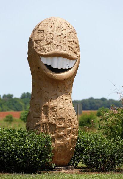 Скульптура арахиса в Плейнсе, штат Джорджия