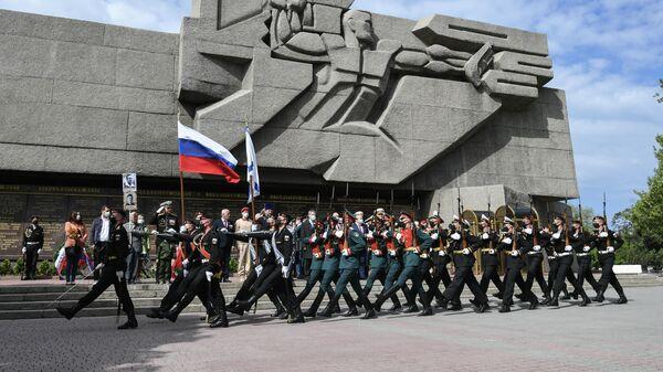 Военнослужащие Черноморского флота ВМФ России во время генеральной репетиции парада Победы в Севастополе