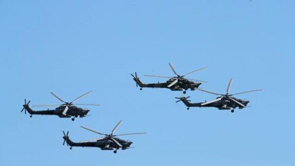 LIVE: Авиашоу пилотажных групп в День Победы