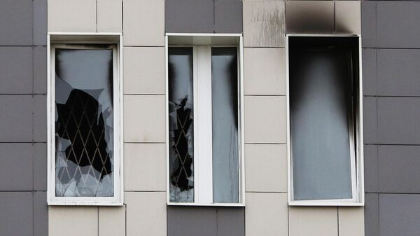 Окна больницы Святого Георгия в Санкт-Петербурге после пожара