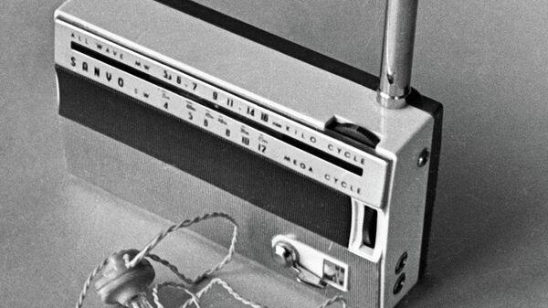 Транзисторный приемник, с помощью которого шпион Олег Пеньковский получал указания американской и английской разведок.