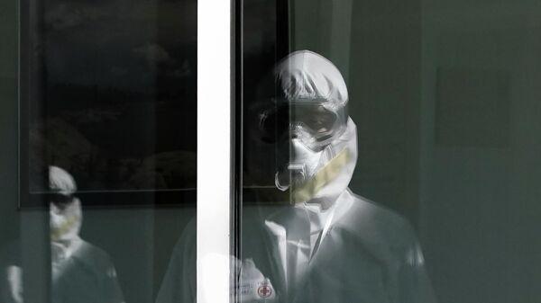 Медицинские работники в стационаре для больных с коронавирусной инфекцией