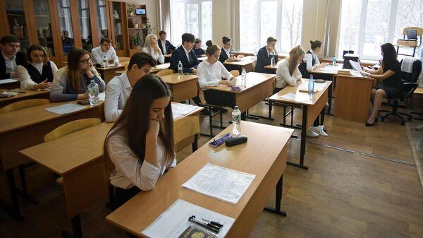 Учащиеся гимназии №94 пишут обязательное итоговое сочинение по литературе, являющееся допуском к ЕГЭ