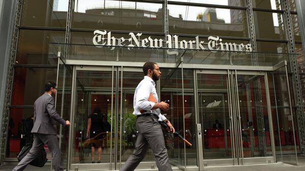 Вход в здание The New York Times в Нью-Йорке