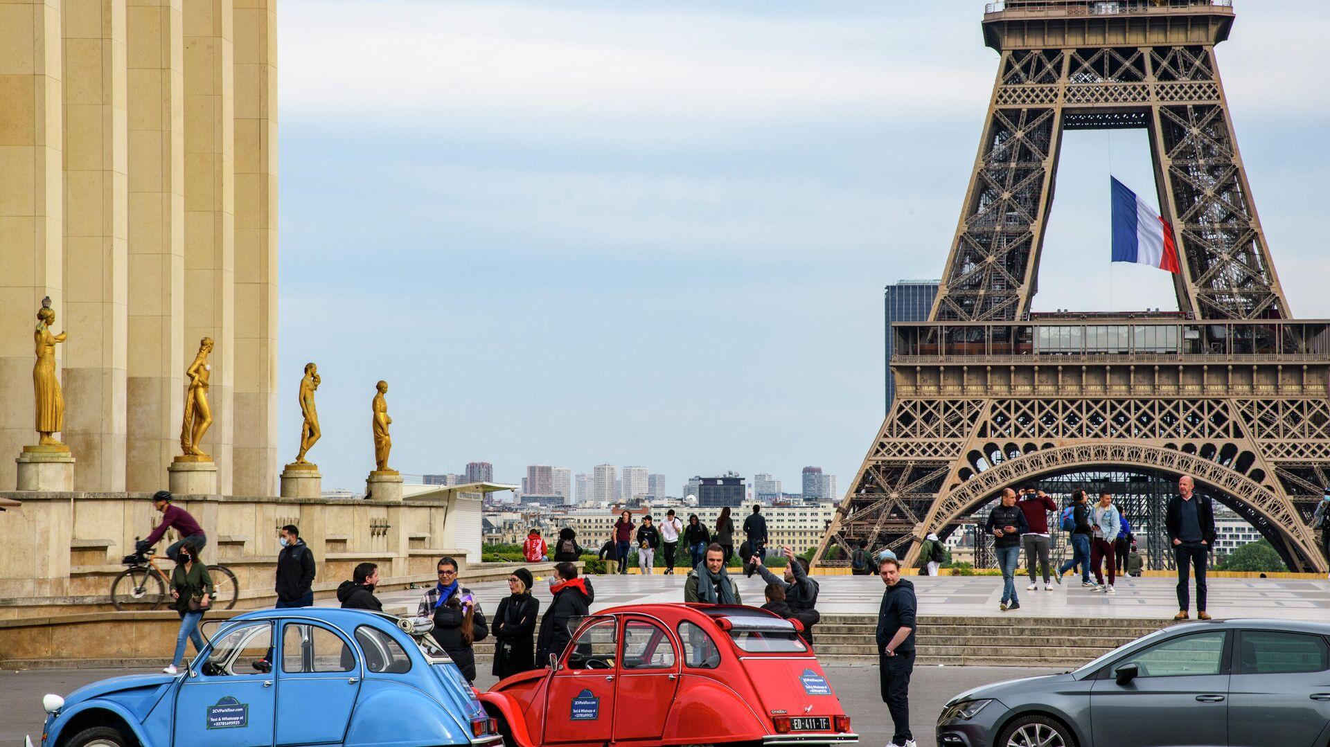 Прохожие на площади Трокадеро в Париже - РИА Новости, 1920, 16.09.2020