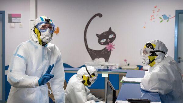 Сотрудники НМИЦ эндокринологии Минздрава РФ в специально созданном инфекционном корпусе