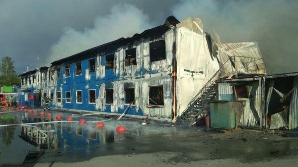 В промзоне в Подмосковье загорелось здание