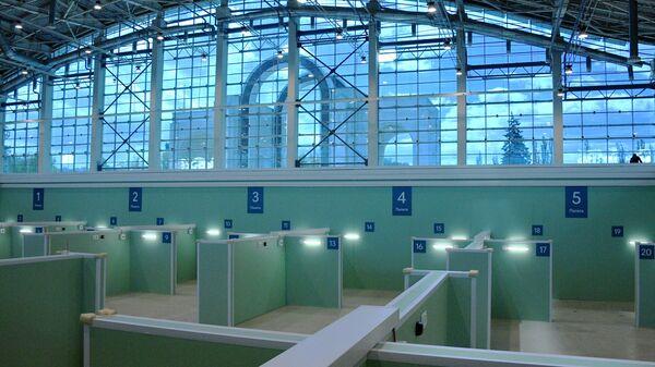 Временный госпиталь для пациентов с COVID-19 в павильоне №75 на ВДНХ в Москве