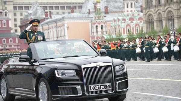 Министр обороны РФ Сергей Шойгу на военном параде на Красной площади