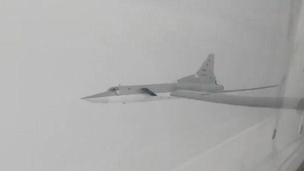 Полет бомбардировщиков Ту-22М3 над нейтральными водами Черного моря