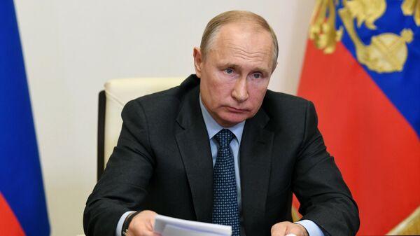 Президент РФ Владимир Путин проводит в режиме видеоконференции совещание о ситуации в сельском хозяйстве и пищевой промышленности в условиях пандемии