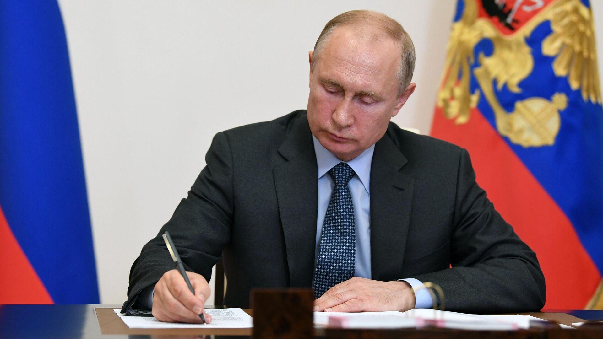 Российским чиновникам запретили иметь второе гражданство