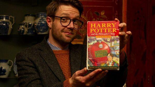 Первое издание книги о Гарри Поттере, проданное на аукционе Hanson