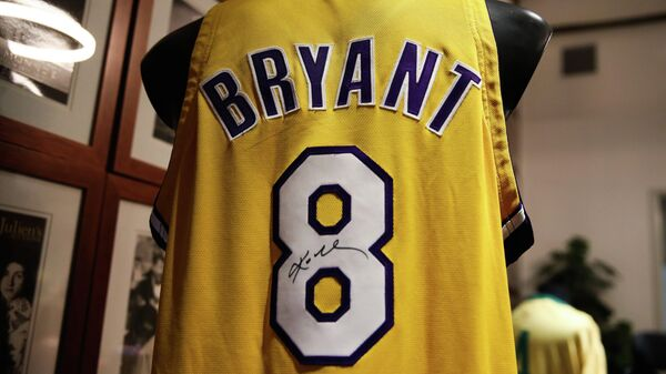Майка Коби Брайанта с подписью баскетболиста