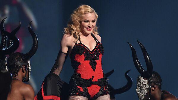 Мадонна выступает на 57-й ежегодной премии Грэмми в Лос-Анджелесе