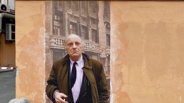 Граффити-портрет Бродского напротив Дома Мурузи в Санкт-Петербурге
