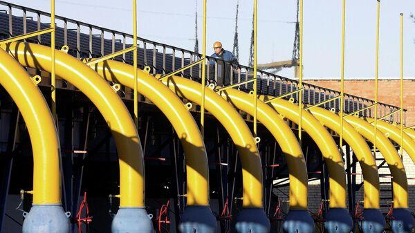 Рабочий на газокомпрессорной станции газопровода Ямал-Европа