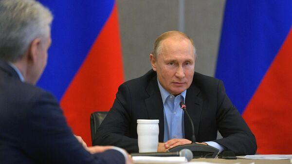 Президент РФ Владимир Путин во время заседания