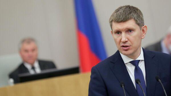 Министр экономического развития РФ Максим Решетников выступает на пленарном заседании Государственной Думы РФ