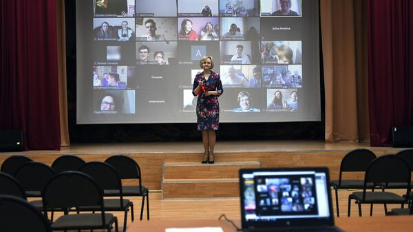 Последний звонок онлайн в московской школе № 2127