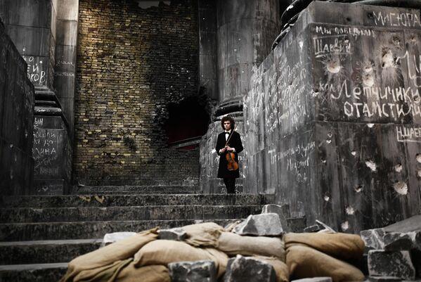 Скрипач Матвей Блюмин  принимает участие в записи концерта Музыка мира в музее Победы в Москве