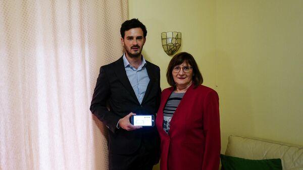 Лоренцо Насо и его мать Клаудия Боргоньо, выигравшая картину Пикассо