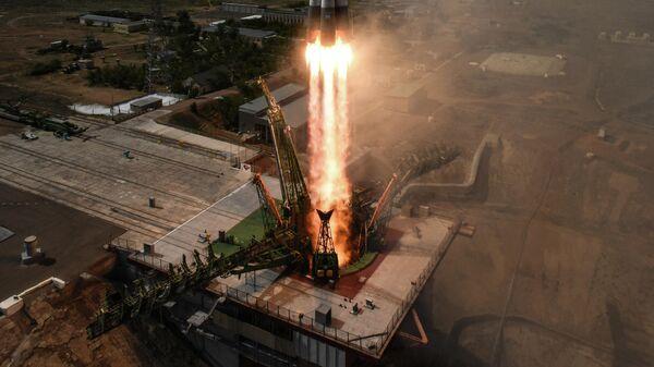 Запуск ракеты со стартового стола первой Гагаринской стартовой площадки космодрома Байконур