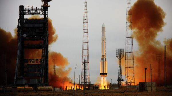 Ракета-носитель Протон-К с российским спутником военного назначения Космос стартует с космодрома Байконур
