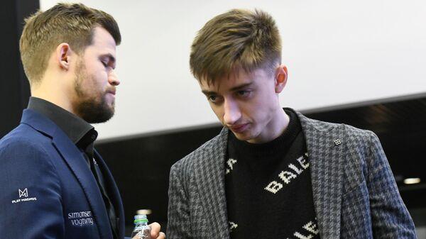 Даниил Дубов (справа) и Магнус Карлсен