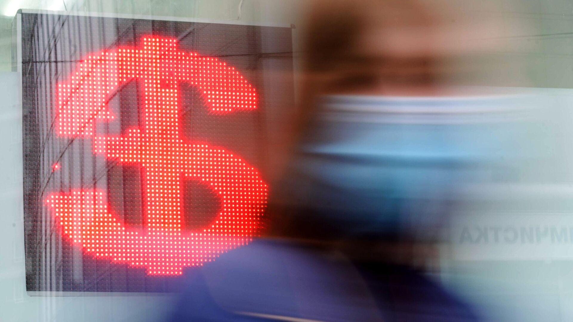 Курс доллара опустился ниже 80 рублей