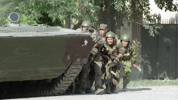 Бойцы спецподразделения готовятся к штурму больницы города Буденновска