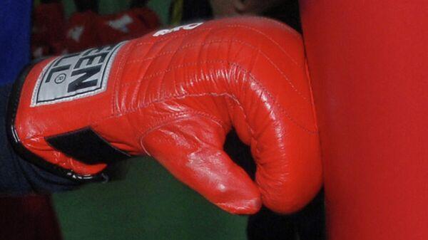 Боксерская перчатка. Архивное фото