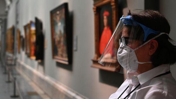 Смотрительница в Национальном музее Прадо в Мадриде, Испания