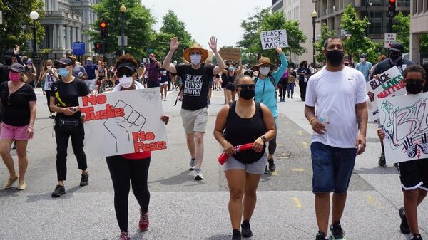Протестующие на одной из улиц Вашингтона