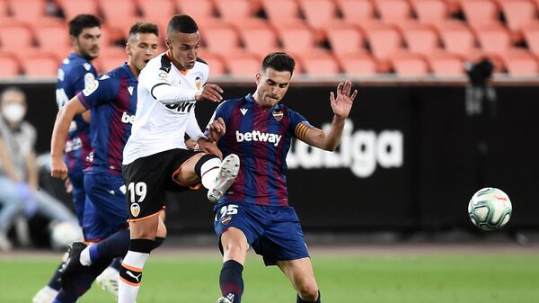 Игровой момент матча Валенсия - Леванте