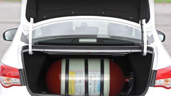 Газовый баллон в багажнике легкового автомобиля