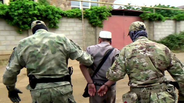 Сотрудники ФСБ во время задержания соучастников незаконного вооружённого формирования за нападение на Республику Дагестан
