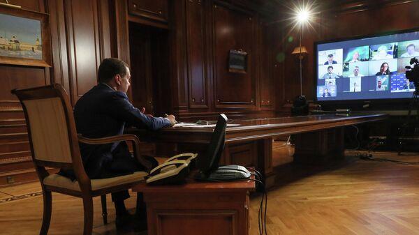 Председатель Единой России, заместитель председателя Совета безопасности РФ Дмитрий Медведев проводит совещание о развитии туристической отрасли
