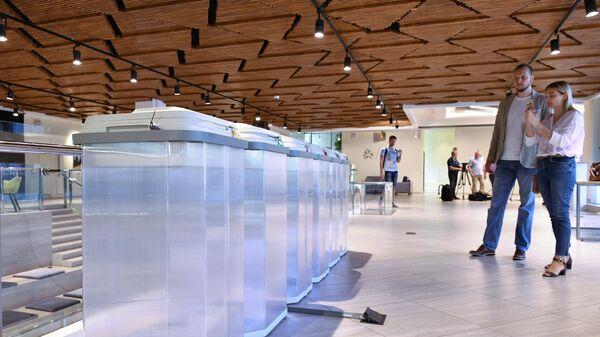 Урны в территориальной избирательной комиссии в Москве, где проходит тестирование системы электронного голосования по внесению поправок в Конституцию РФ