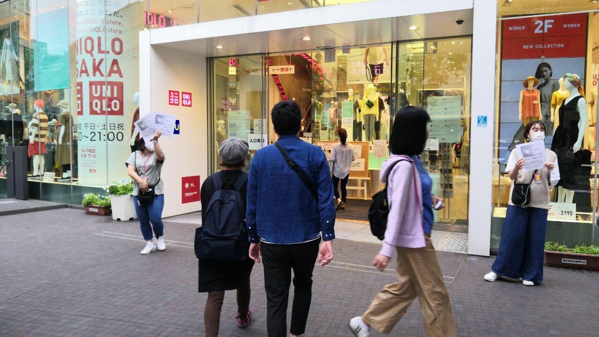 Старт продаж защитных тканевых масок в магазинах Uniqlo по всей Японии - РИА Новости, 1920, 03.01.2021
