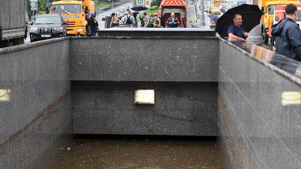 Подтопленный подземный переход в районе Варшавского шоссе
